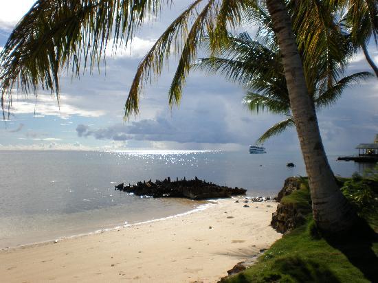 Truk Blue Lagoon Resort : Beautiful beach and lagoon