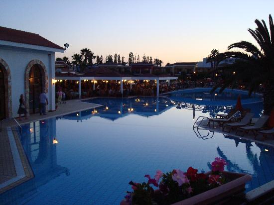 Atlantica Aeneas Hotel: Outside restaurant