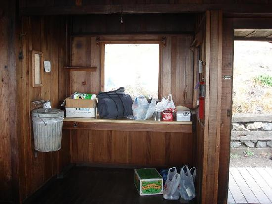 Steep Ravine Cabins : The kitchen area, they provided the garbage can and bags