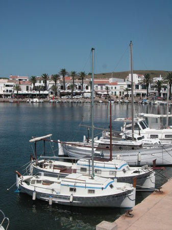Cala Canutells, Spain: port de fornells