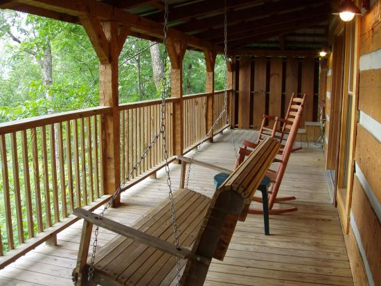 Timberwinds Log Cabins: Front covered deck