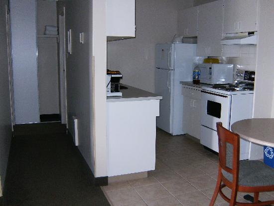 Coast Fraser Tower: kitchen