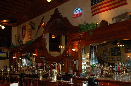 Mother's Tavern: The bar