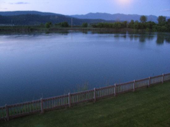 Best Western Plus Kootenai River Inn Casino & Spa: View of the river from our room