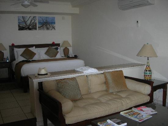 Galley Bay Resort : Premium Beachfront Suite