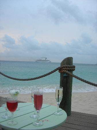 Galley Bay Resort: Sundowners as Cruise Ship leaves St. Johns
