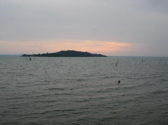 Agriturismo Le Case Rosse di Montebuono: tramonto sul lago trasimeno