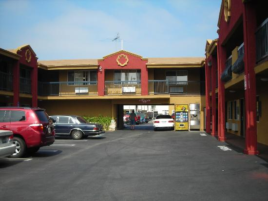 Hampton Inn & suites Los Angeles / Hollywood: vagabond inn exec in hollywood