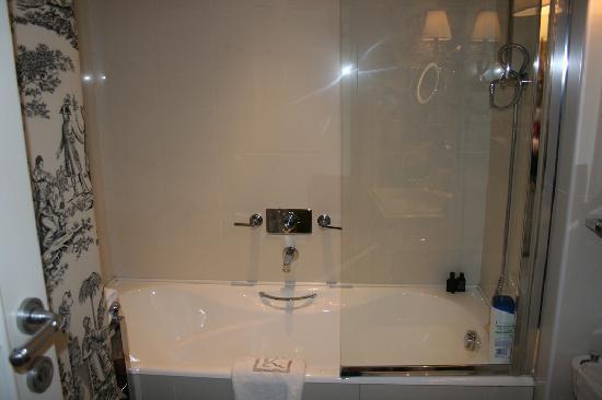 Hotel Keppler: standard room: bath
