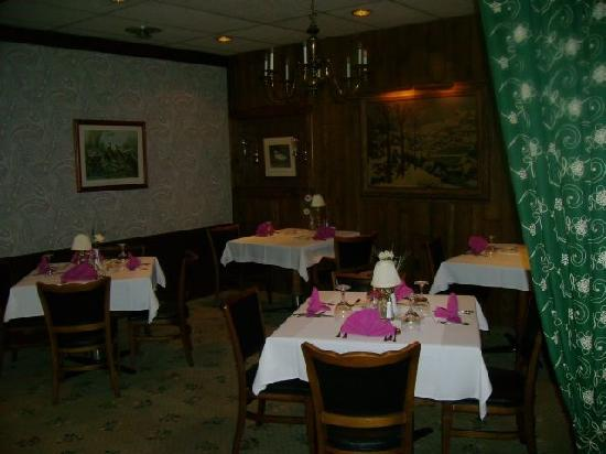 Crescent Lodge & Country Inn: Restaurant