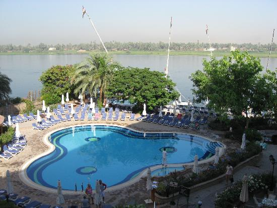 Steigenberger Nile Palace Luxor : Piscina con vistas al Nilo