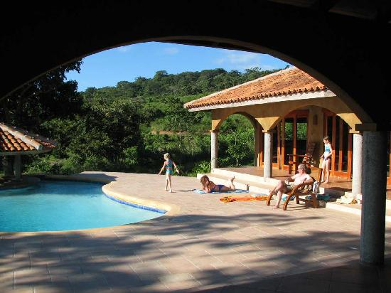 Finca Las Nubes: Pool Deck at Casa Buena Vista