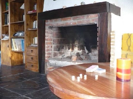 El Nagual Hostel : una lastima que no era invierno, digo, para usar el hogar!!