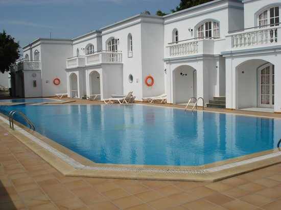 Corona Mar Apartments: Swimming Pool at the Corona Mar
