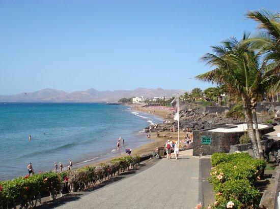 Corona Mar Apartments: Beach at Puerto Del Carmen