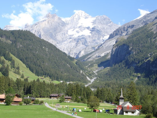 Kandersteg, Suiza: View from our room- we could see this when lying on the bed!