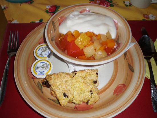 McCracken Country Inn & Tea House: Breakfast: scone, yogurt, and canned fruits