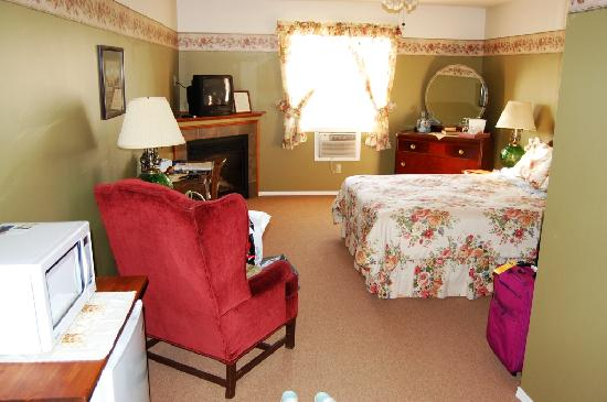 McCracken Country Inn & Tea House: McCracken Country Inn- Our Room 206