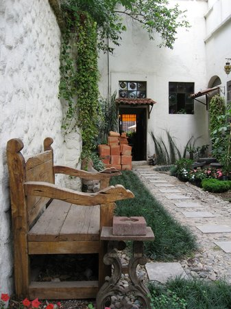 Rosa Morada Hotel Bed & Breakfast: Everything is rustic here