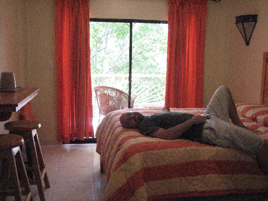 Hotel Gran Jimenoa: Very comfy bed