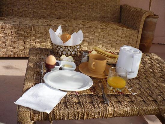 Riad Amira Victoria: Breakfast on the terrace