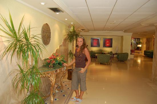 Hotel Avenida : main hall in the hotel