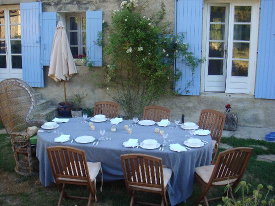 Le Paradis : The table just before dinner