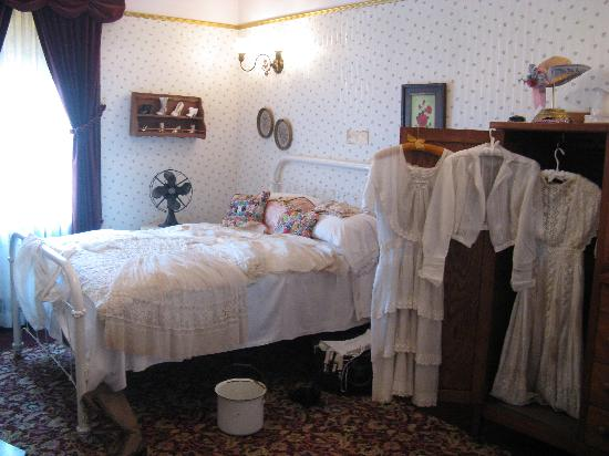 Miss Laura's Social Club: Bordello Bedroom