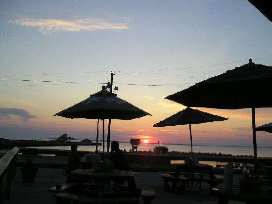 Kelleys Island, OH: Sunset from West Bay Inn's patio