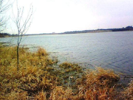 Chalco Hills Recreation Area: The Lake