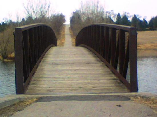Chalco Hills Recreation Area: The bridge