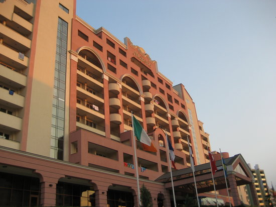 DIT Majestic Beach Resort: front of the hotel