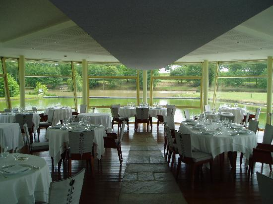Hotel Des Lacs D'Halco: the restaurant (interior)
