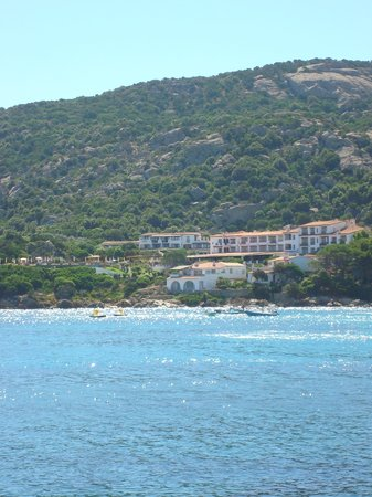 Baia Sardinia, Italy: The hotel from the other side of the bay