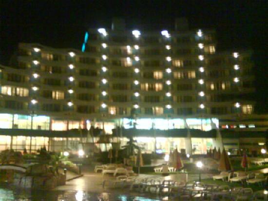 Trakia Plaza Hotel : pool side of trakia plaza at night