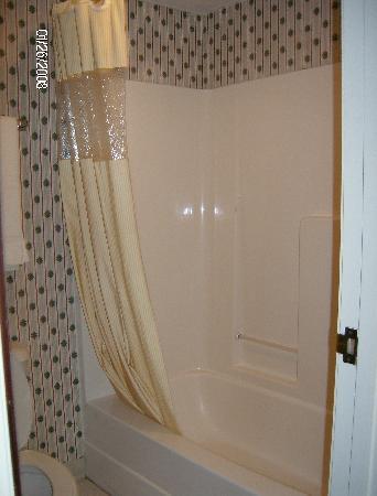 Days Inn Norton VA : tub