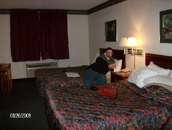 Days Inn Norton VA : beds