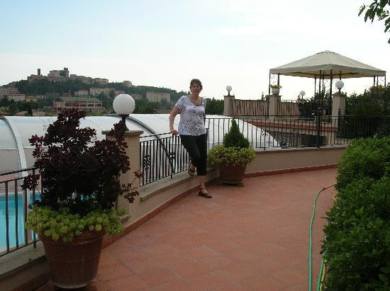 Villa Edera : The pool, gazebo, and view