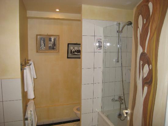 Le Thy : Vue de la chambre KLIMT - la salle de bain
