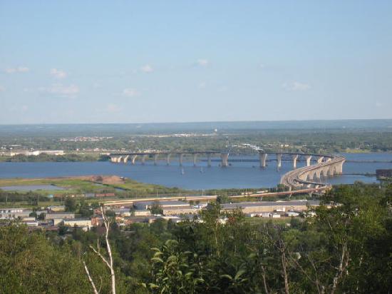 كومفورت إن ويست: Bridge over Lake Superior