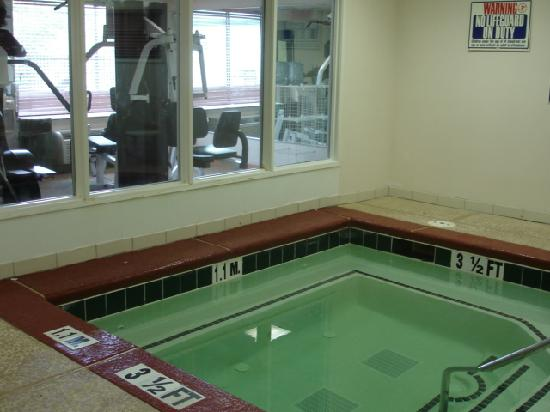 Wingate by Wyndham Atlanta/Six Flags Austell: Whirlpool/Fitness Rm