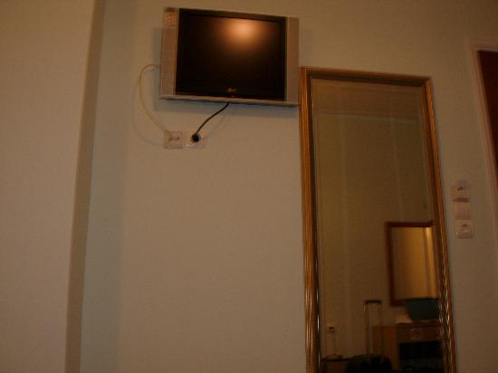 Best Western My Athens Hotel: Toward the entrance and the television