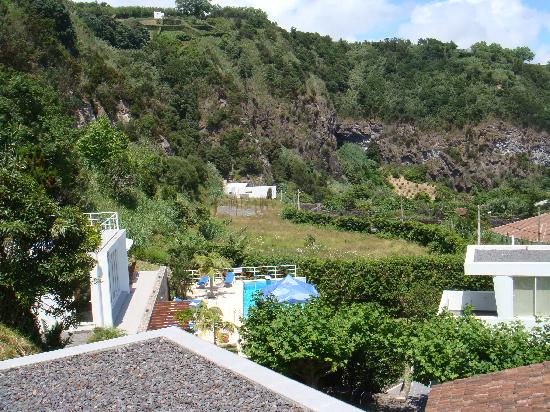 Quinta do Mar: View of the pool and pavilion