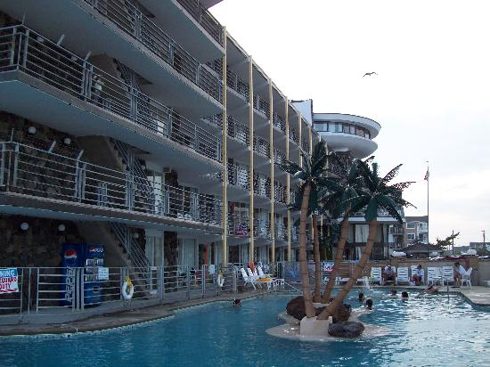 Royal Hawaiian Beachfront Resort : View of the Royal Hawaiian