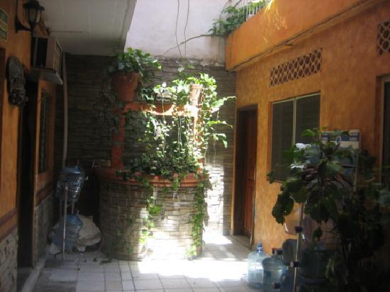 Hotel Hortencia: Courtyard