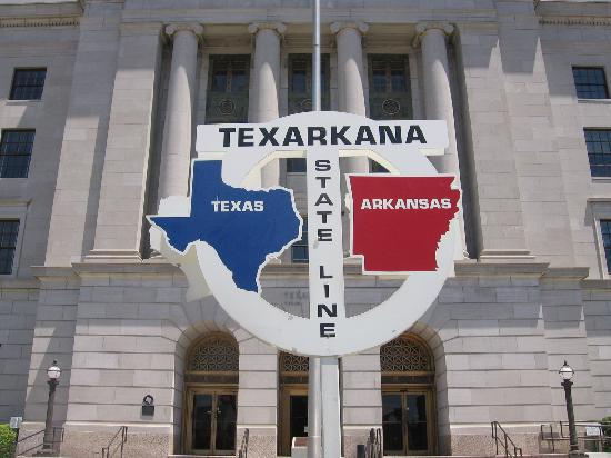 Texarkana, AR: Texas/Arkansas state line sign looking north