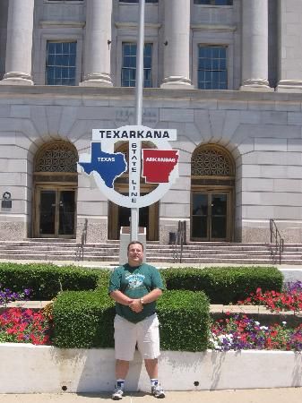 Texarkana, AR : Civilengtiger @ Texas/Arkansas state line sign