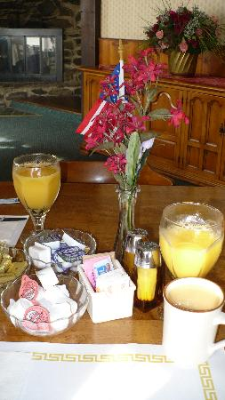 Red Oak Inn: Breakfast is served!