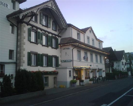 Hotel Alphorn: In a quiet residential street