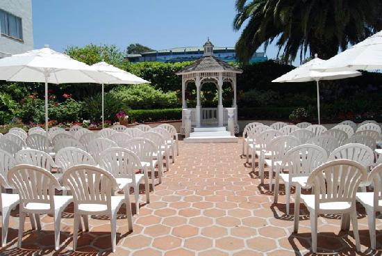 Hotel Laguna: Courtyard is used for weddings